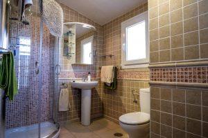Poolside Apartment, Bathroom
